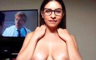 Sexy brunette girlfriend sucking prick before deep sex