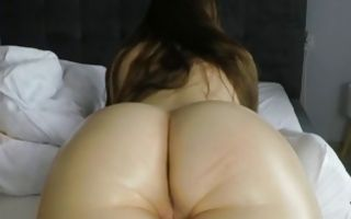 Brunette whore with a huge ass gets massaged on