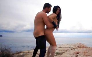 Naughty brunette girlfriend gets dicked in outdoor porn
